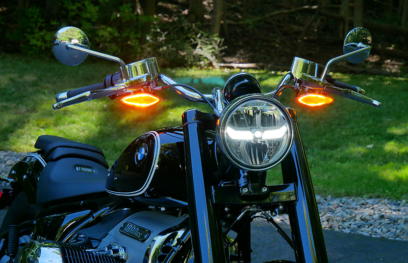 new motorcycle review 2021 BMW R 18 first edition LED lights