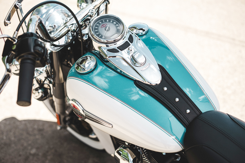 review 2016 harley davidson heritage softail classic fuel tank dash
