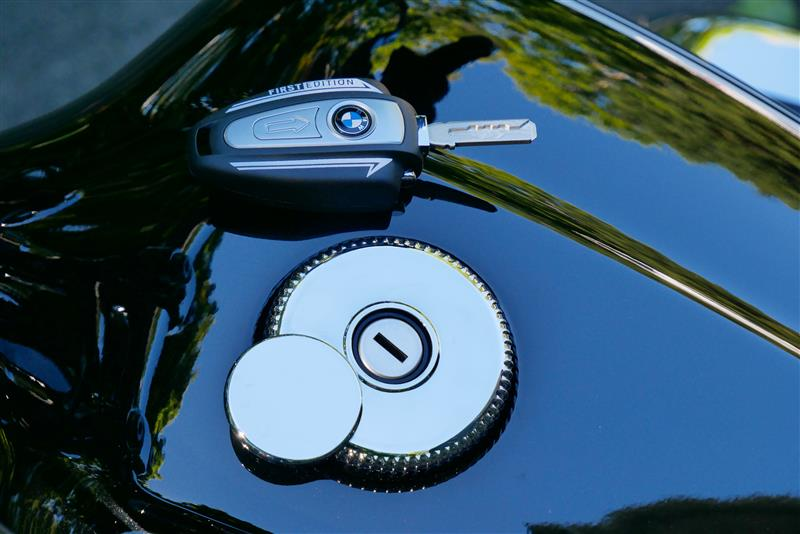 new motorcycle review 2021 BMW R 18 first edition fuel cap fob