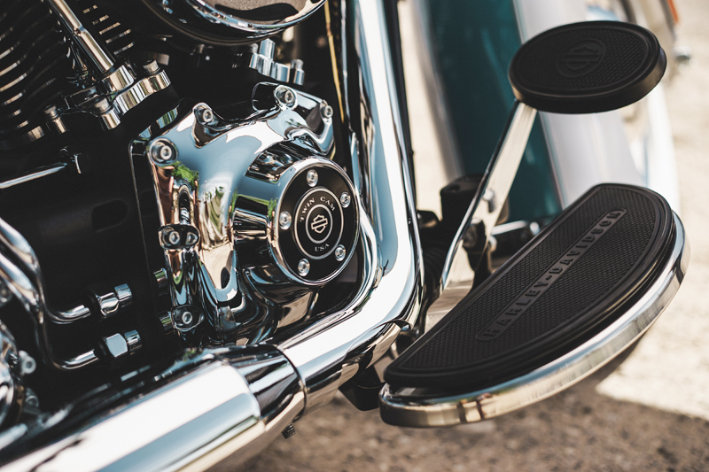 review 2016 harley davidson heritage softail classic floorboards