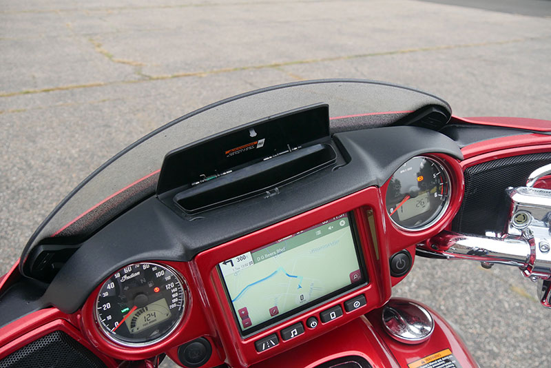 Review: 2019 Indian Motorcycle Chieftain Limited_cockpit_storage