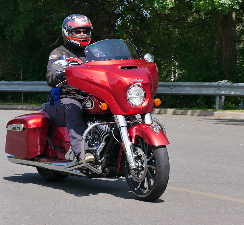 Review: 2019 Indian Motorcycle Chieftain Limited_riding_windshield_up