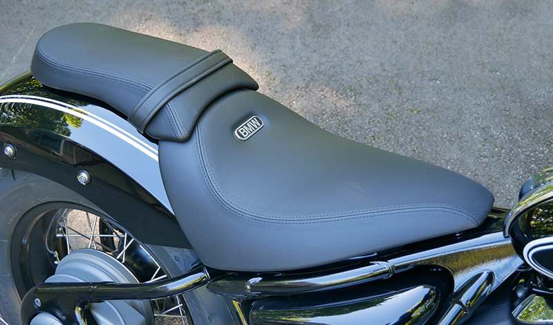 new motorcycle review 2021 BMW R 18 first edition seat