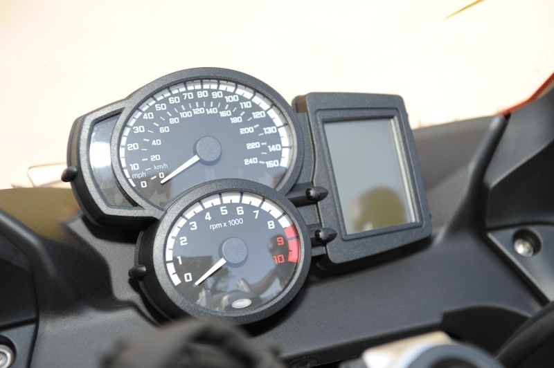 BMW F 800 GT Review Dash