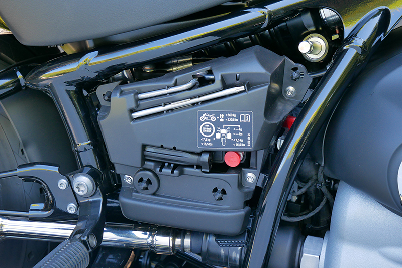 new motorcycle review 2021 BMW R 18 first edition right side cover