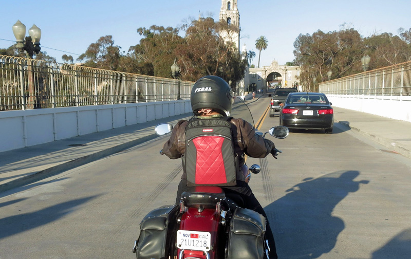 review the lauren bag by motochic riding traffic