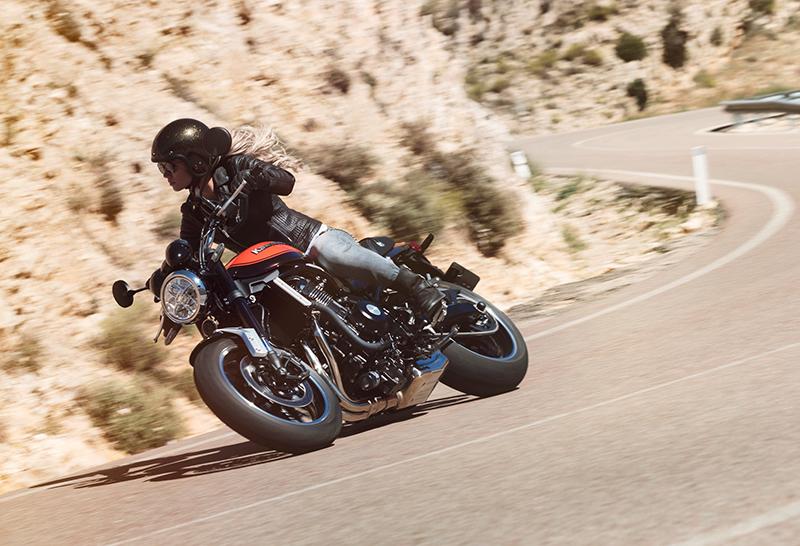 2018 new motorcycles Kawasaki Z900RS retro cornering