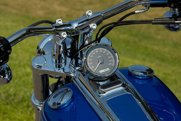 motorcycle review harley davidson rocker c dash