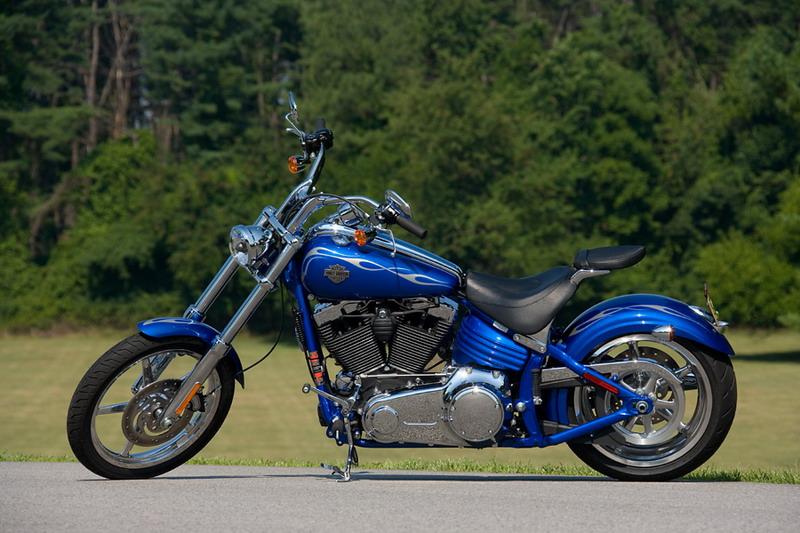 motorcycle review harley davidson rocker c