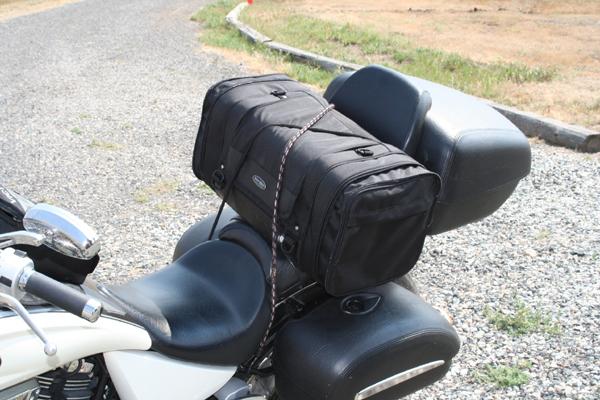 review dowco iron rider luggage main bag on bike
