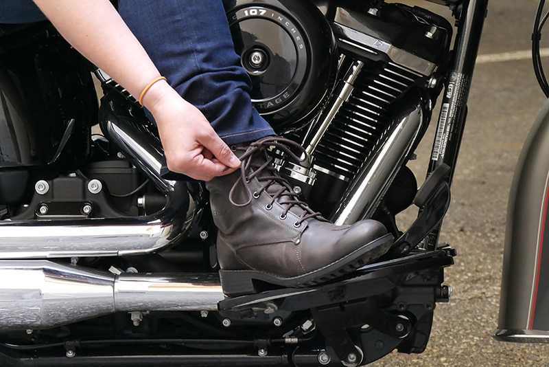 how to shop for motorcycle boots cruiser