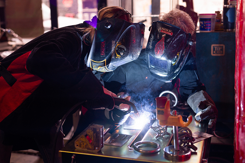 moto lady alicia elfving womens motorcycle show welding woman