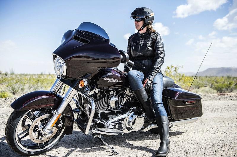Harley-Davidson Unveils 2014 Makeovers Street Glide Special Dash