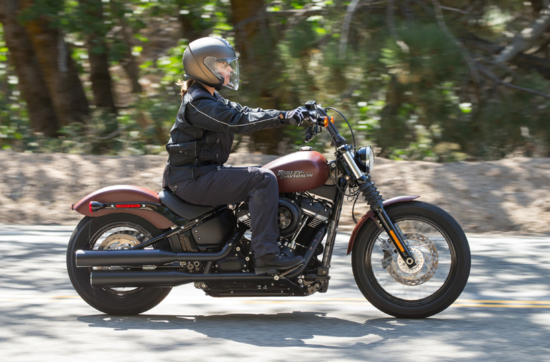 review 2018 harley-davidson softails street bob riding right schuberth m1