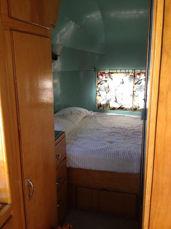 Review Shady Dell Bisbee Arizona el rey bedroom
