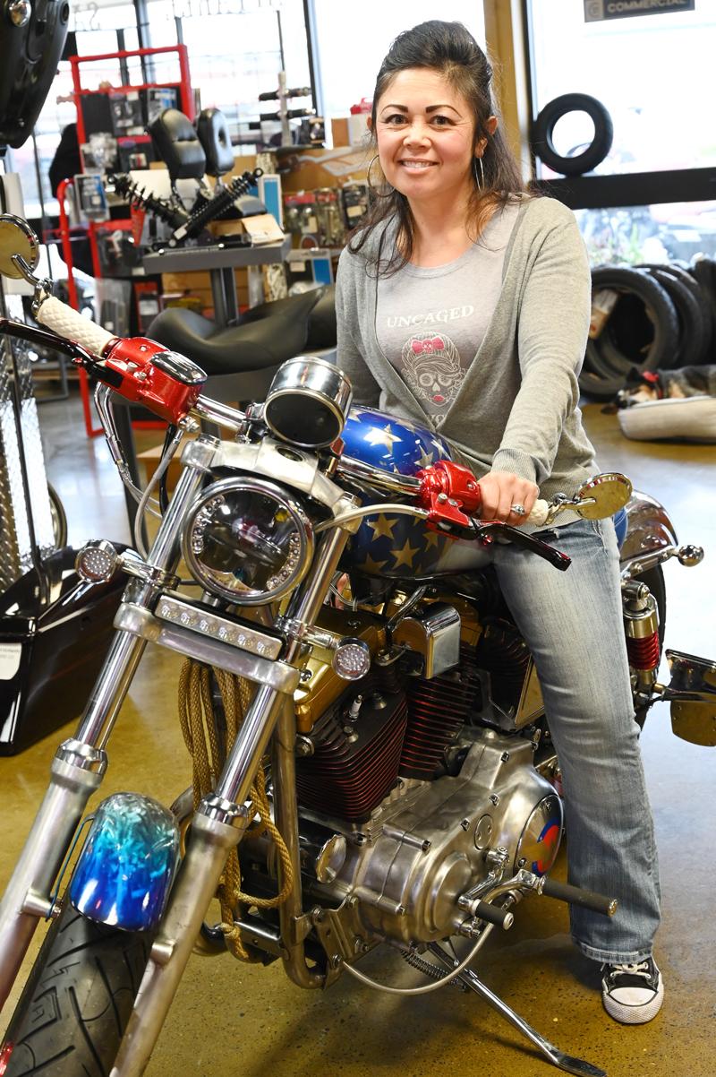 meet top women motorcycle builders lea holmes wonder woman bike