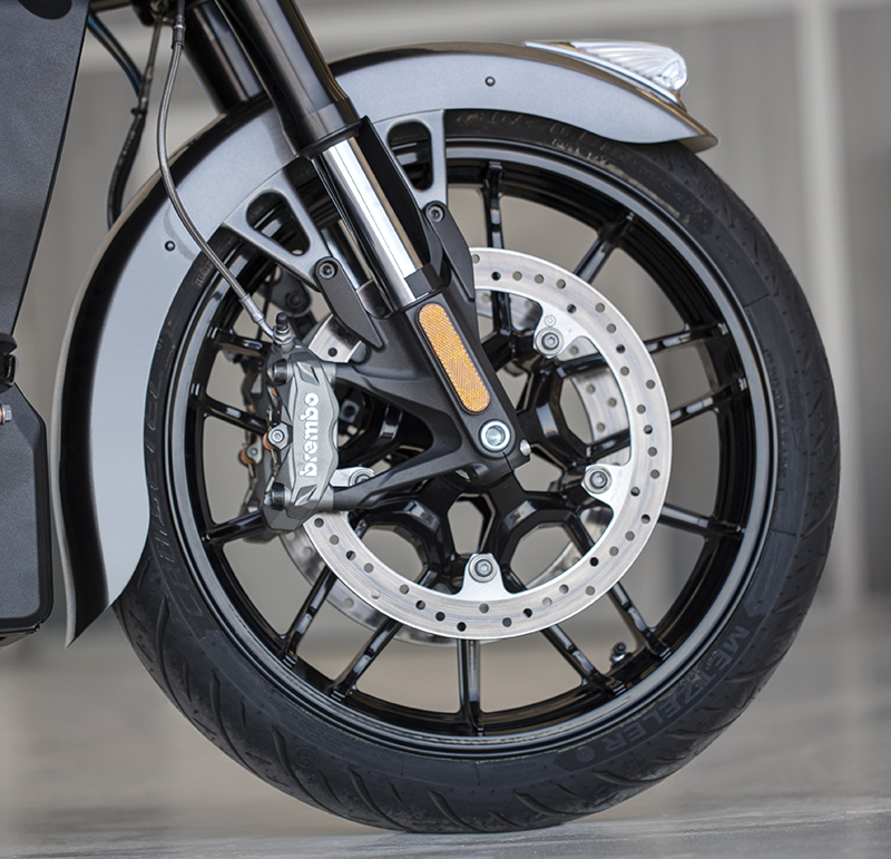 review 2020 indian motorcycle challenger brakes