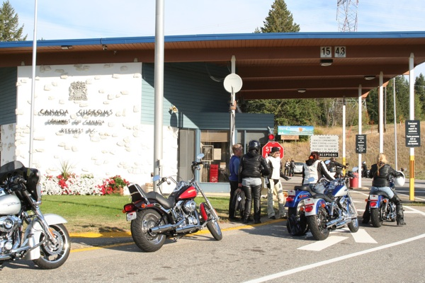 touring the selkirk loop canadian border checkpoint