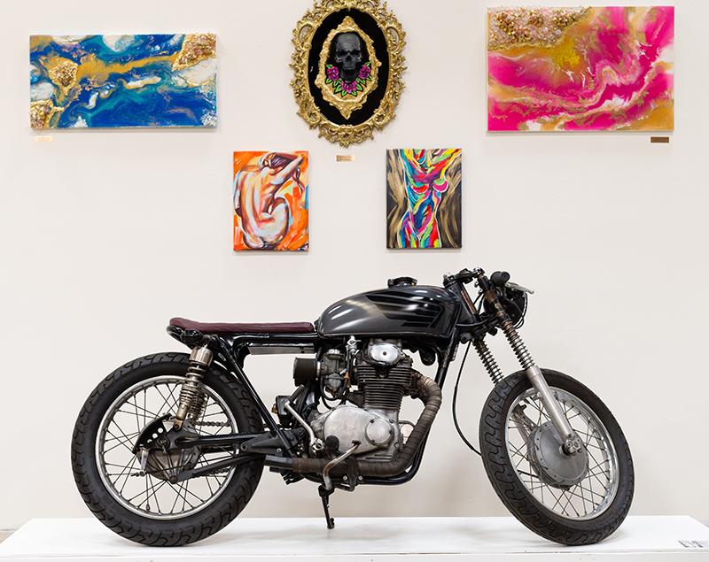 moto lady alicia elfving womens motorcycle show art custom bikes