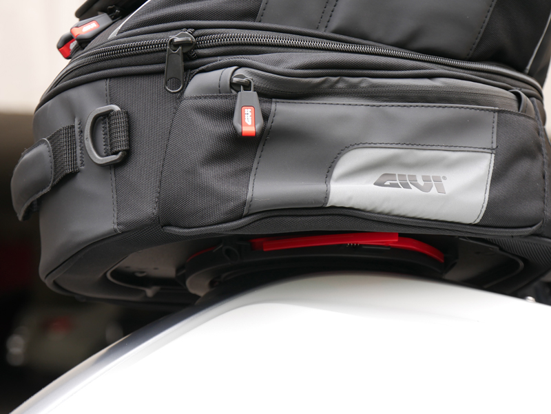 easy mount tank bags for standard sport sport-touring motorcycle attached