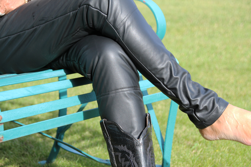 abrasion resistant jeggings to wear on your motorcycle pant legs