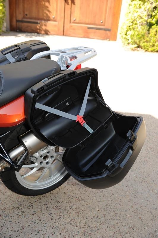 BMW F 800 GT Review Saddlebag Locks