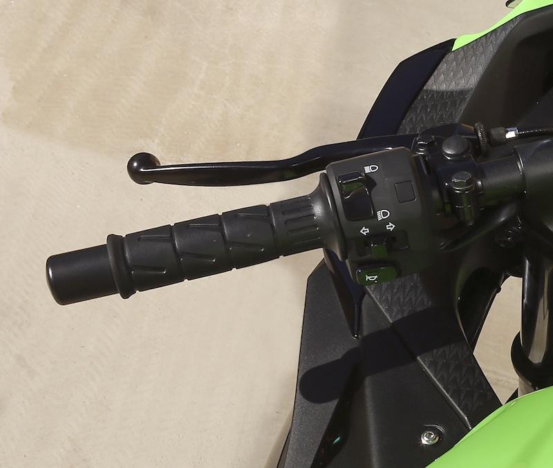 Kawasaki Ninja 300 Review Clutch Lever