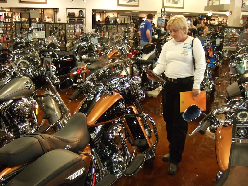 10 steps to becoming motorcycle rider shopping for bike