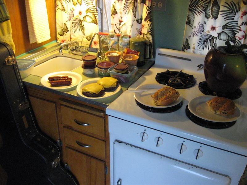 Review Shady Dell Bisbee Arizona el rey kitchen interior