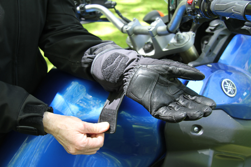review gloves for warm and cold motorcycle riding adjustable cuff