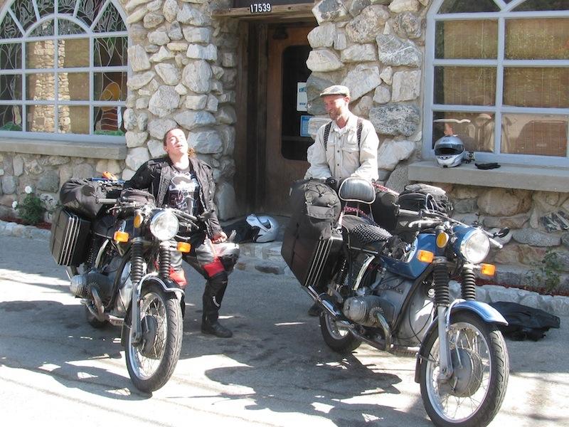 Riding Passes of Sierra Nevada Mountains Rock Inn