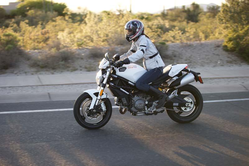 Review REVIT! Levante Jacket for Women Riders Ducati