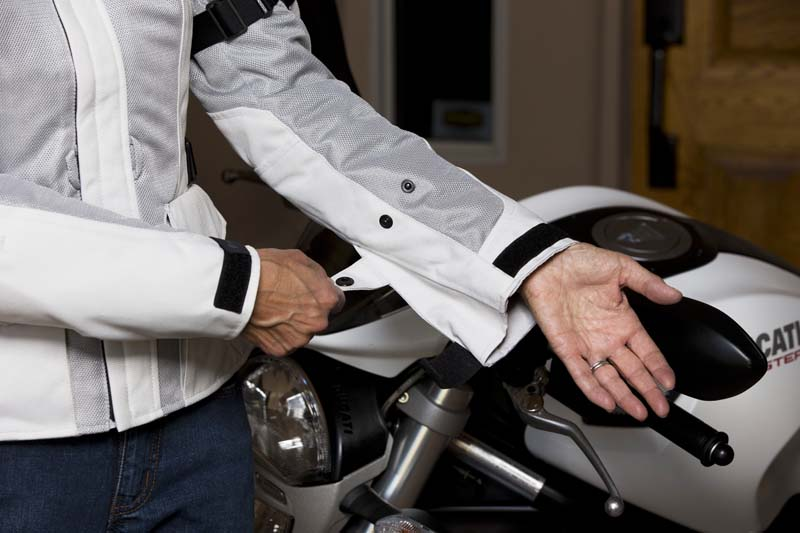 Review REVIT! Levante Jacket for Women Riders sleeve