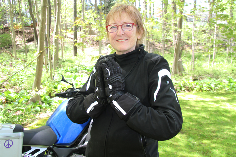 review gloves for warm and cold motorcycle riding BMW Liz Jansen