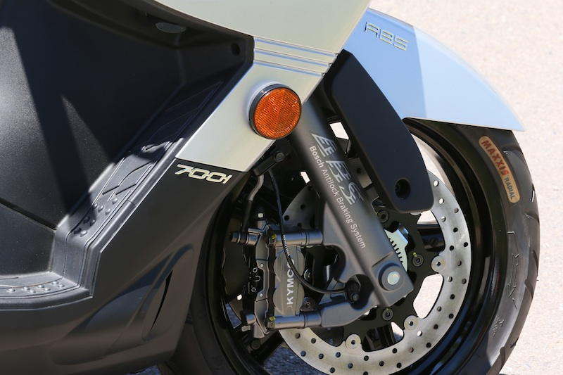 Scooter Review Kymco MyRoad 700i anti-lock brakes ABS