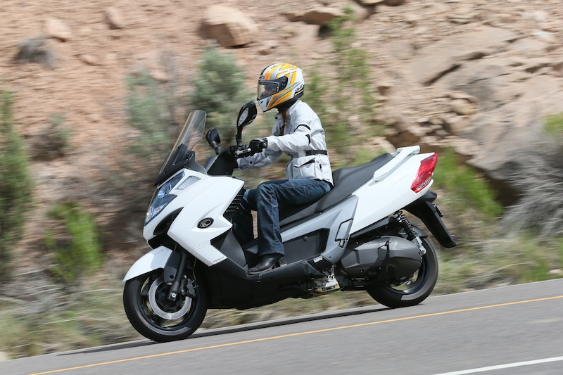 Scooter Review Kymco MyRoad 700i left side riding
