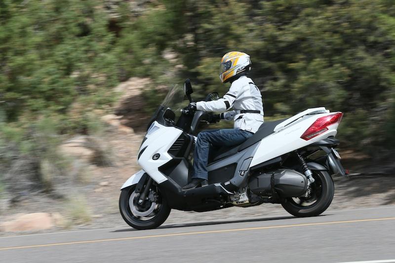 Scooter Reveiw Kymco MyRoad 700i woman rider