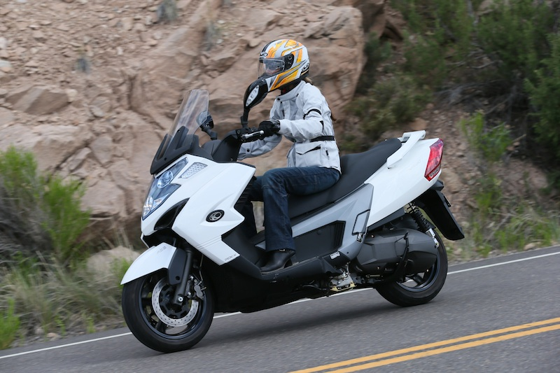 Scooter Review Kymco MyRoad 700i riding shot