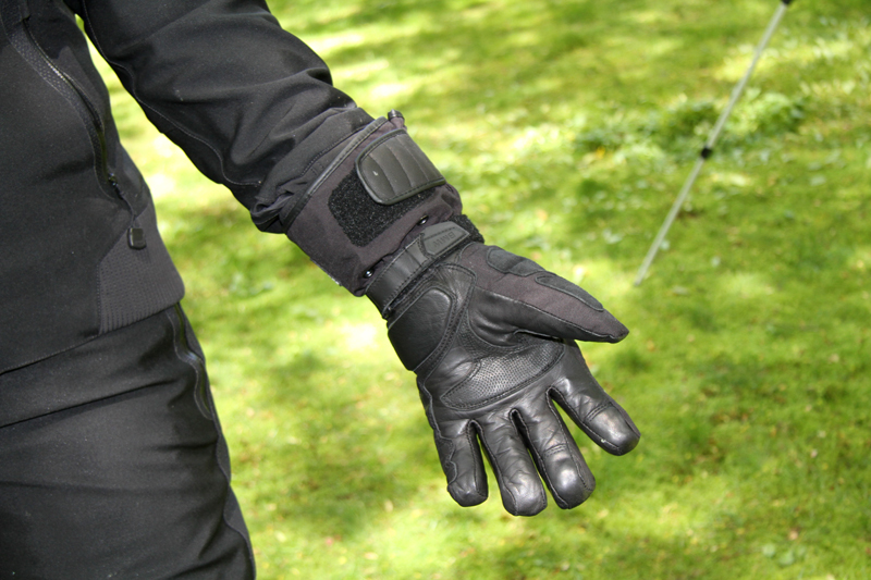 review gloves for warm and cold motorcycle riding conditions BMW palm