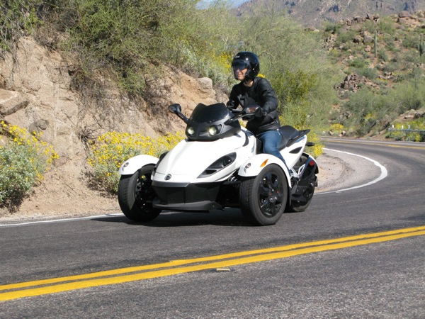 Review Can-Am Spyder RS-S cornering