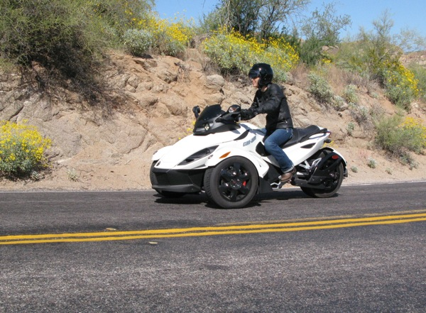 Review Can-Am Spyder RS-S Action Shot