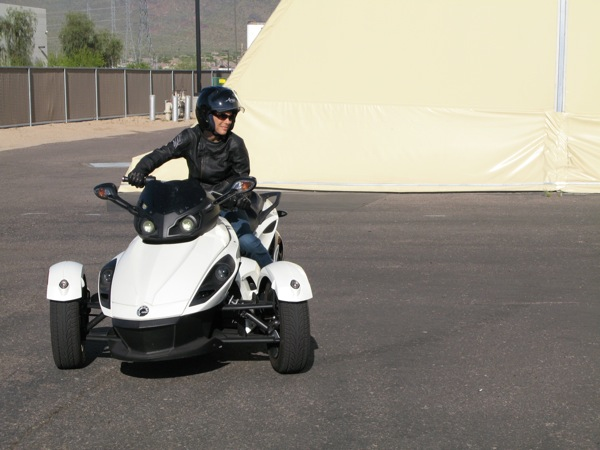 Review Can-Am Spyder RS-S Turning Radius