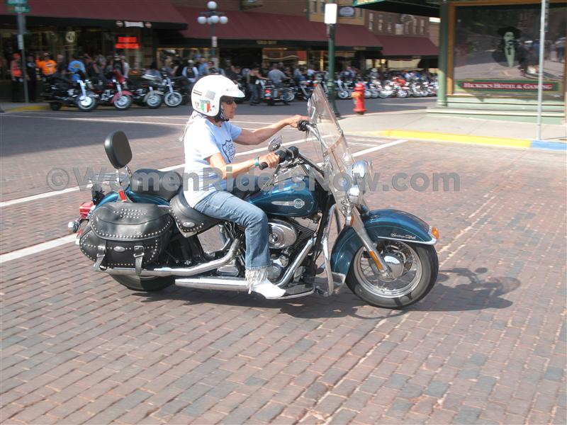 gloria struck to be inducted into ama hall of fame 2004 heritage softail classic