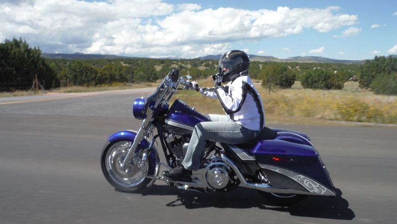 top 10 motorcycles women ride harley davidson road king cvo