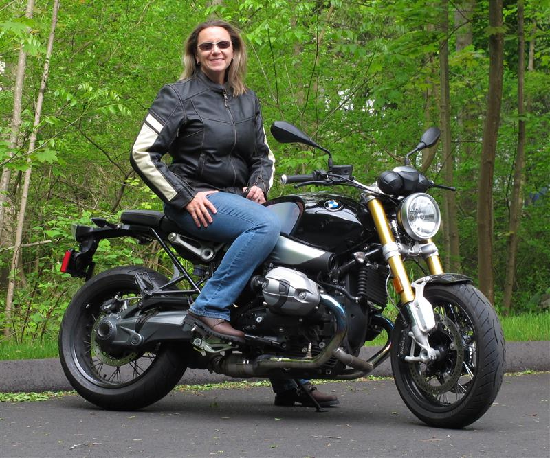 review vintage styled leather womens motorcycle jacket BMW r nineT