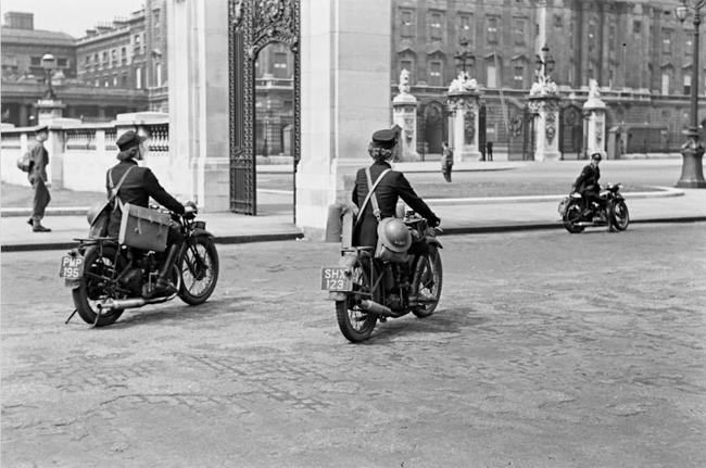 Pioneers Female Dispatch Riders of World War II riding
