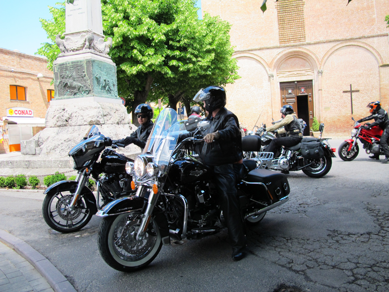 why you should ride a motorcycle in italy once in your life women on harleys