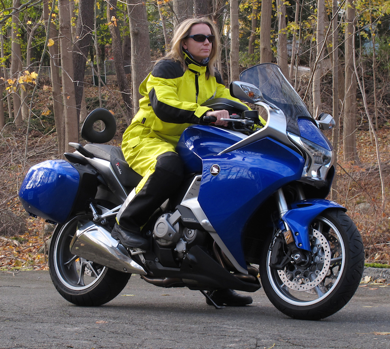 review aerostich womens roadcrafter motorcycle riding suit on bike