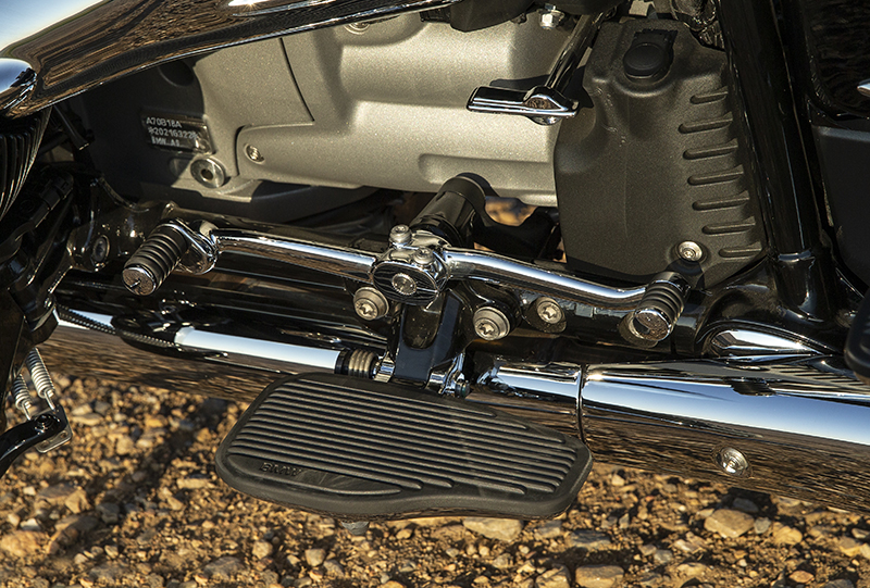 Rider floorboards on both models allow you to change your foot position a bit which helps with knee and leg fatigue. Both the toe and heel shifter levers can be adjusted to fit your height preferences.