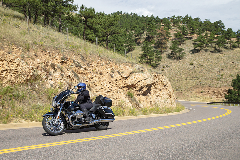 BMW R 18 Transcontinental woman rider